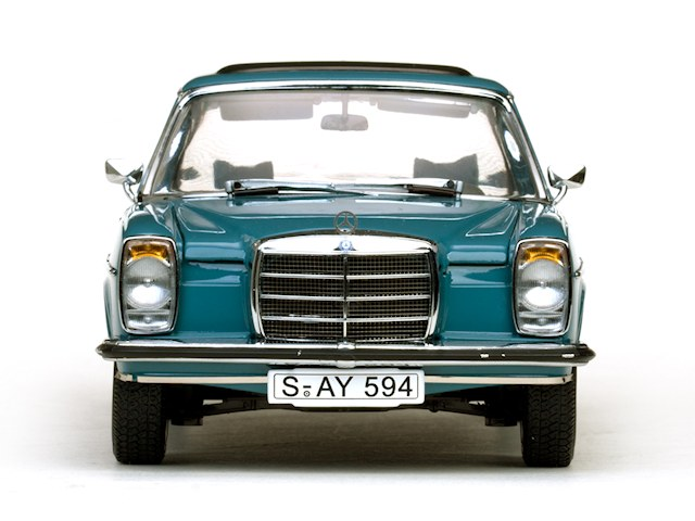 Mercedes-Benz Strich 8 Saloon (1)