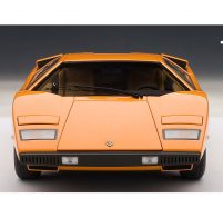 LAMBORGHINI COUNTACH LP400 (ORANGE) by Autoart Scale 1.18