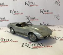 Chevrolet Corvette year 1969 by autoart scaler 1.18 diecast model lemited edition
